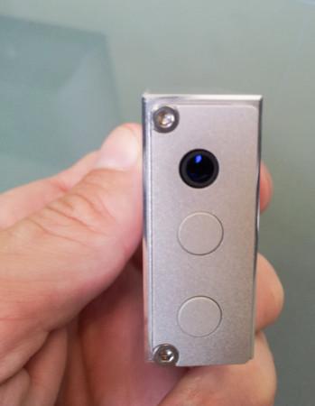 La sortie casque est au format mini-jack 3,5 mm, avec une puissance de 100 mW environ sous 32 Ohms