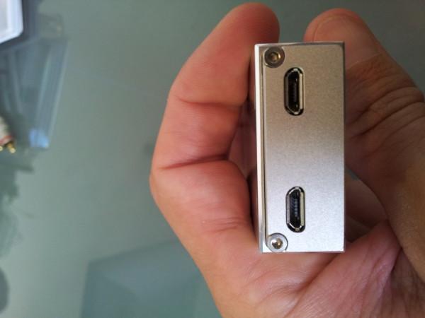 Deux ports micro USB pour l'Encore mDAC, l'un étant exclusivement réservé à la charge de la batterie, et l'autre au streaming audio