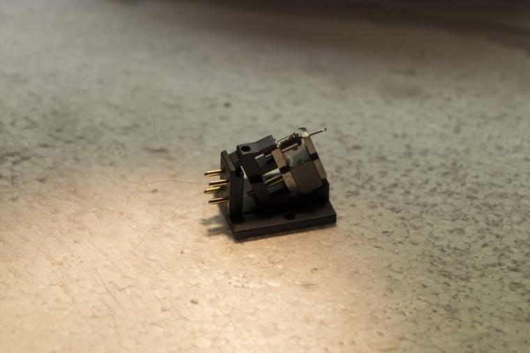 Une cellule Ortofon MC une fois le cantilever posé