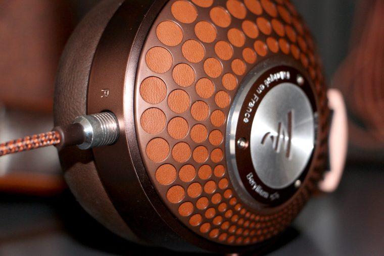 Focal Stellia: finition cuir, aluminium et acier inoxydable